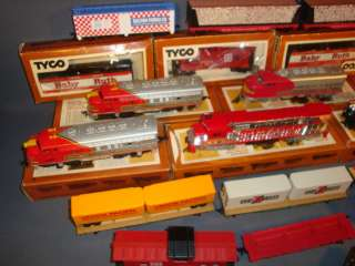 LARGE LOT OF TYCO, BACHMANN HO TRAIN SET ENGINES, CARS, PARTS, REPAIR