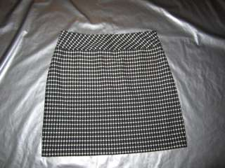 BLACK AND WHITE KNIT SKIRT Oval Polka Dot Print Mini Size 10