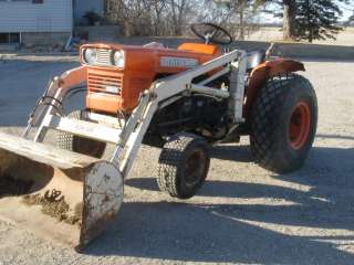 Kubota L225 Tractor with loader