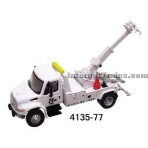 Boley HO Scale International 4300 2 Axle Wrecker   White : Toys